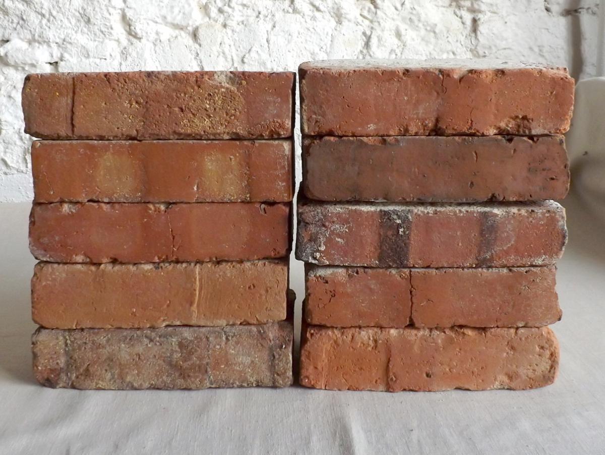 original alte Backsteine used Ziegelsteine als TV Rack Konsole Regal Möbel Gartengarnituren Bücherwand Weinregal 0