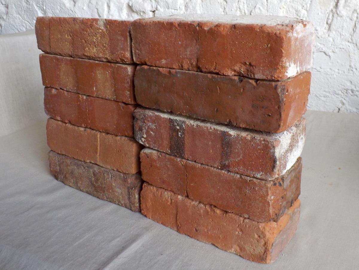 original alte Backsteine used Ziegelsteine als TV Rack Konsole Regal Möbel Gartengarnituren Bücherwand Weinregal 1