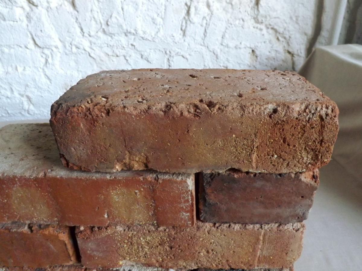 original alte Backsteine used Ziegelsteine als TV Rack Konsole Regal Möbel Gartengarnituren Bücherwand Weinregal 3