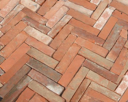 Bodenziegel aus original historischen Ziegeln Backstein Fischgräte Pflastersteine