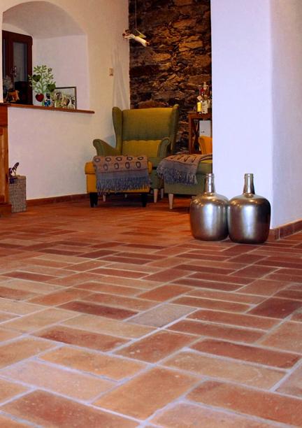 terracotta bodenplatten klinker mauersteine backsteine. Black Bedroom Furniture Sets. Home Design Ideas
