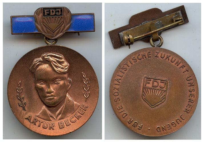 DDR FDJ Artur Becker Medaille in Bronze 1. Asführung