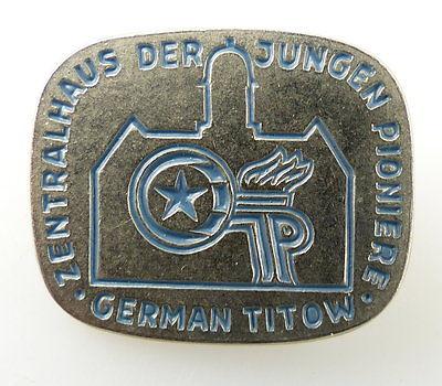 #e2098 Zentralhaus der jungen Pioniere German Titow JP DDR Abzeichen