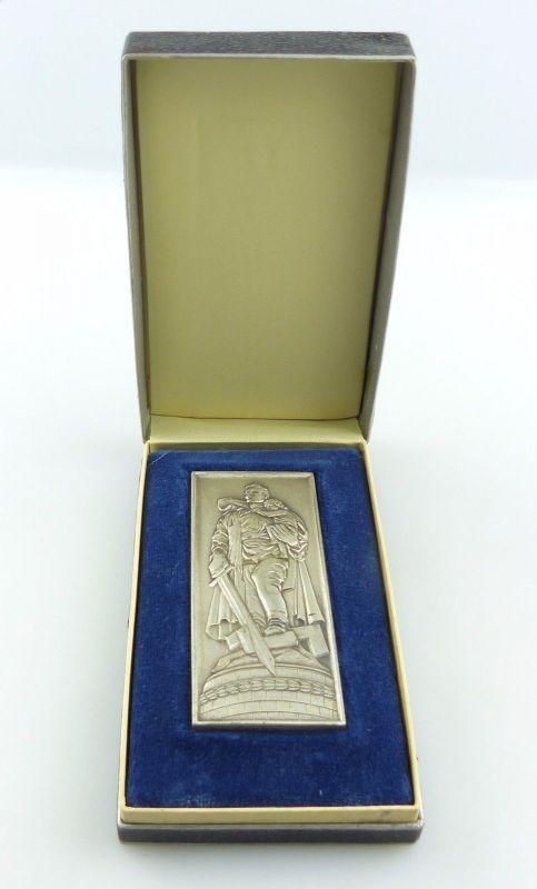#e5349 Original Medaille / Plakette Sowjetisches Ehrenmal in Treptow