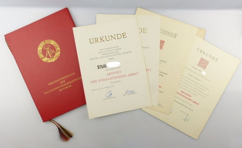 #e6658 Konvolut: Urkunden mit Mappe 60er / 70er Jahre DDR Erdölverarbeitungswerk