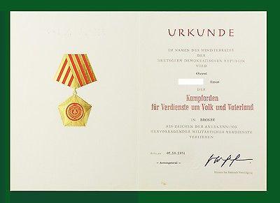 #e6678 DDR Urkunde für Kampforden in Bronze, verliehen 1974 an einen Oberst