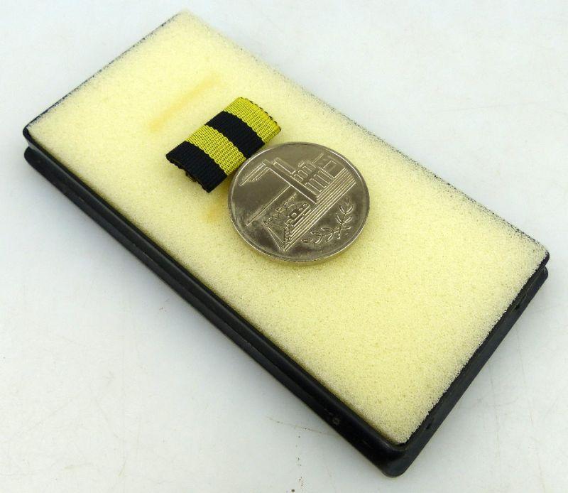 Medaille für Verdienste in der Kohleindustrie der DDR in Silber, Orden1159