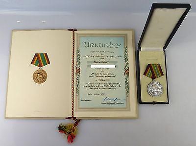 Medaille treue Dienste NVA 900 Silber Randpunze + Urkunde 1961 verl., Orden3155