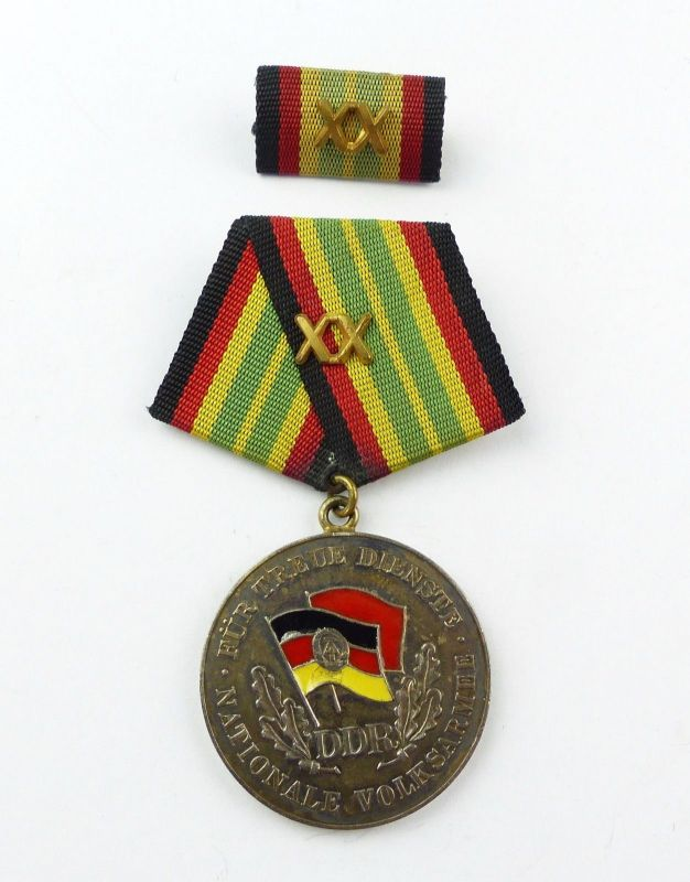 #e7775 DDR Medaille für treue Dienste NVA vgl. Band I Nr. 148 e Silber 900
