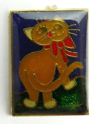 #e7985 Original altes DDR Abzeichen / Anstecknadel Katze mit Schleife
