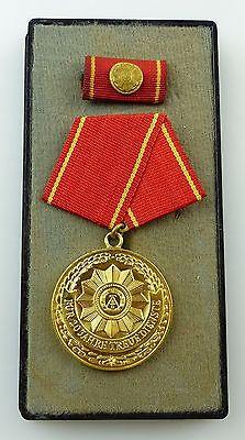 Medaille treue Dienste in den bewaffneten Organen MdI Gold Nr. 140 a ,Orden3281 1