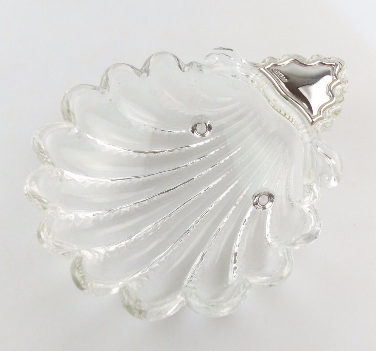 #e8233 Sehr dekorative Glasschale mit aufgelegtem 800 Silber am Griff Muschel