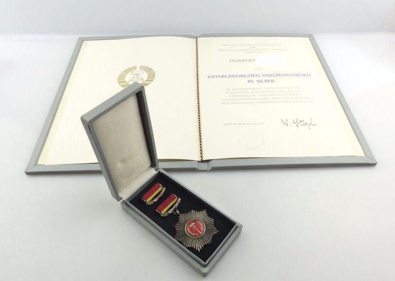 #e8186 VVO in Silber mit Etui & Urkunde von 1975 mit original Stoph Unterschrift