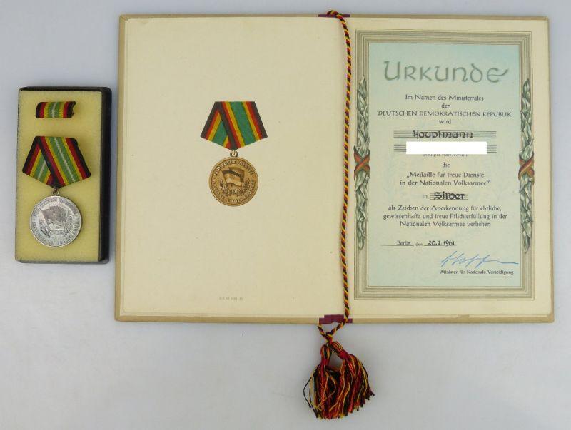 Medaille treue Dienste NVA in 900 Silber mit Urkunde 1961 verliehen, Orden1248