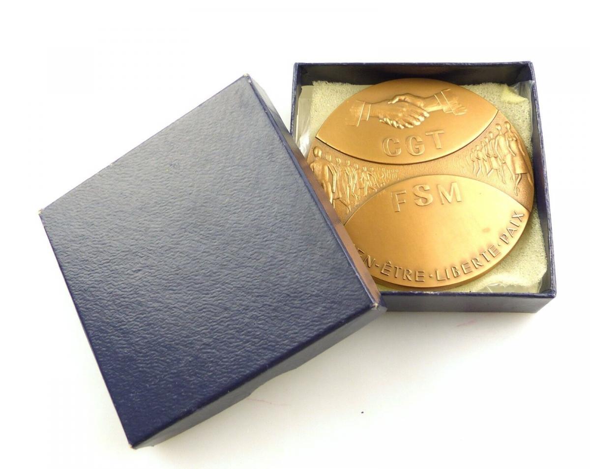 #e8473 Französische Medaille aus Bronze von 1982 bien etre liberte paix CGT FSM