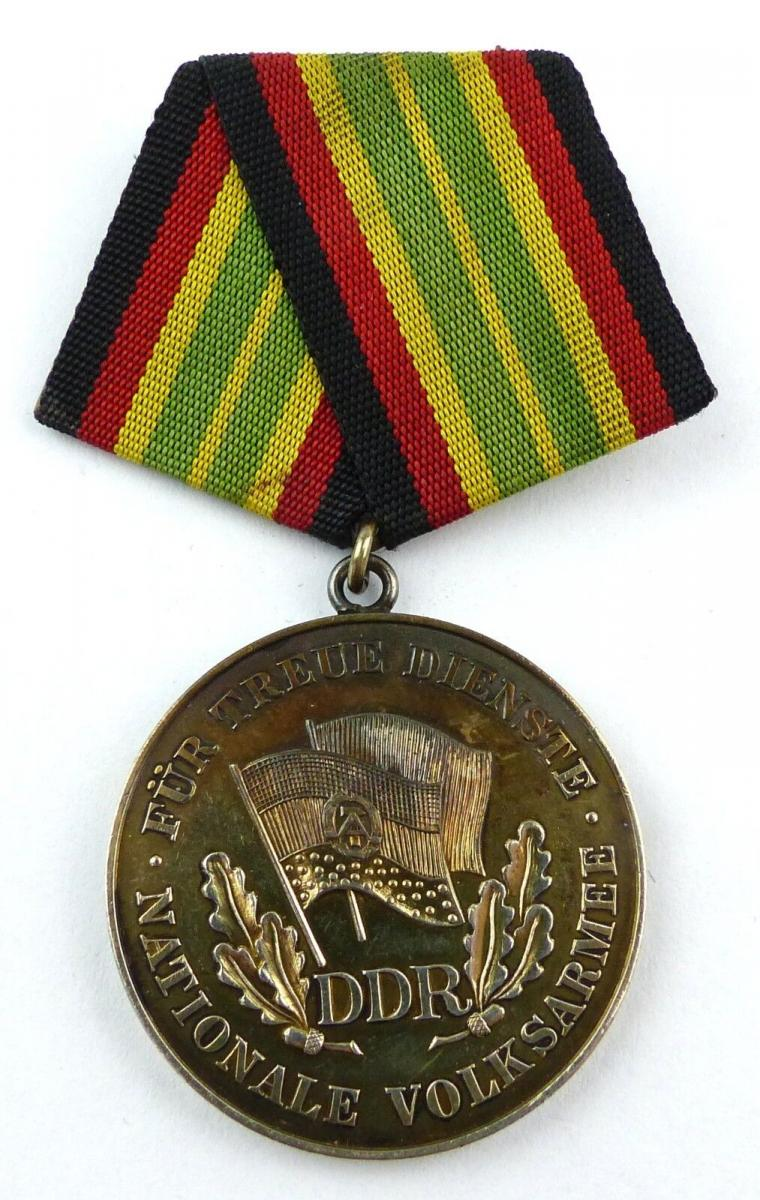 Medaille für treue Dienste in der NVA in Gold vgl. Band I Nr. 149 e, Orden3388