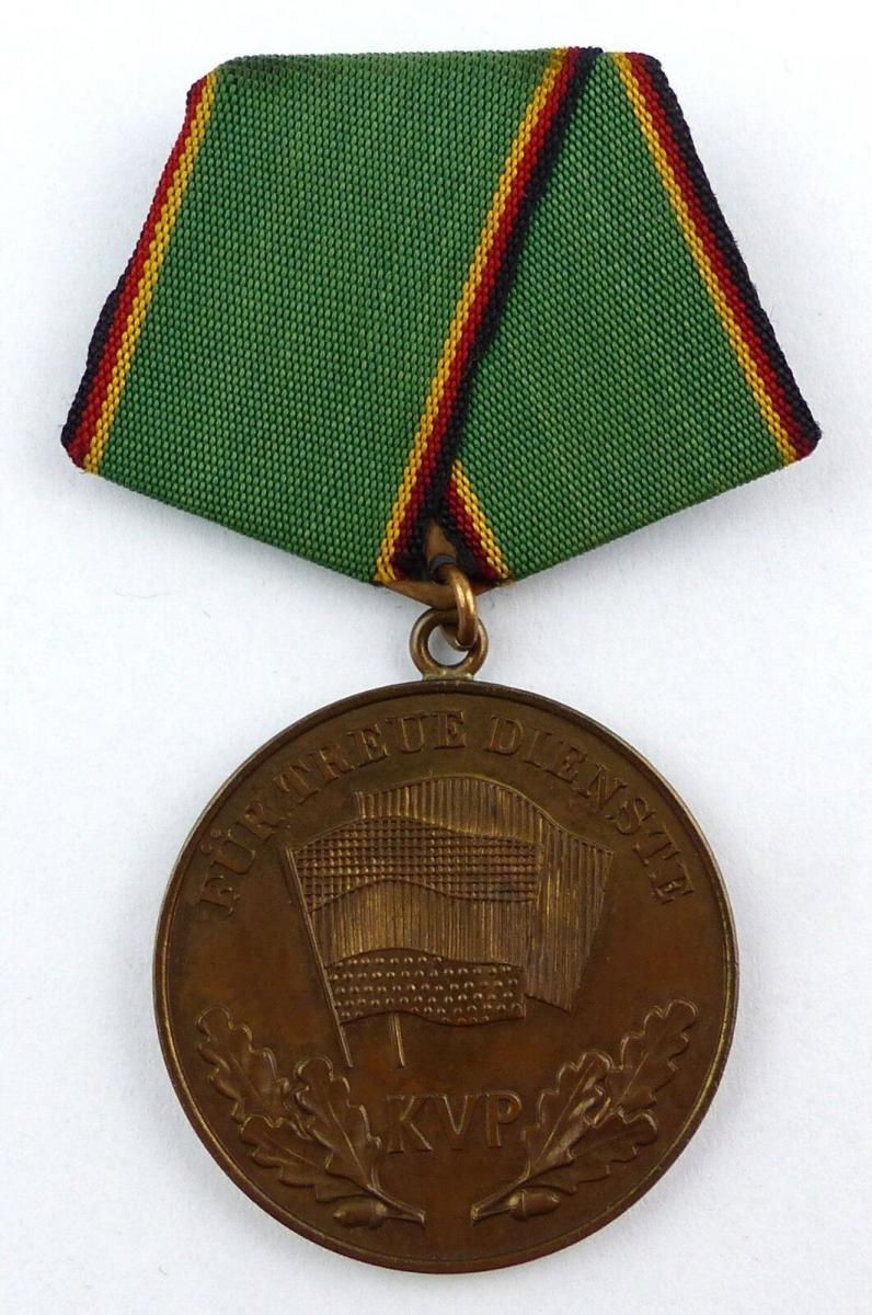 Medaille treue Dienste in der Kasernierten Volkspolizei vgl. Nr. 135a, Orden3386