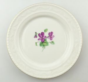 E9232 Kleiner KPM Wandteller Teller mit Blume und Goldrand lila Veilchen