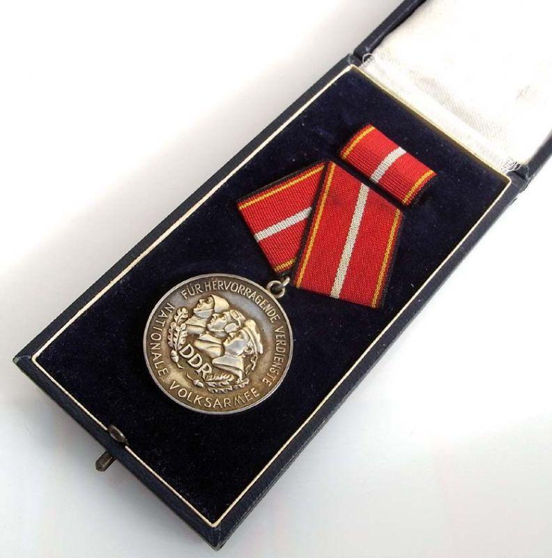 DDR Verdienstmedaille der NVA 900 er Silber Nr. 01573