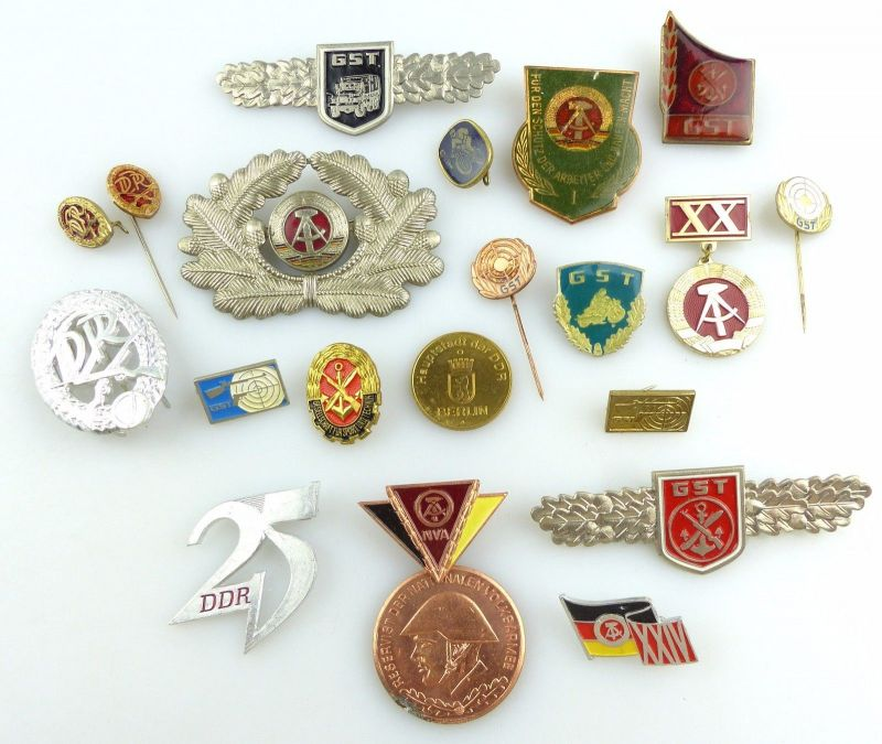 #e5194 Konvolut: 20 original alte, verschiedene DDR Abzeichen GST NVA