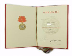 #e6999 DDR Urkunde Verdienstmedaille der NVA in Silber verliehen 1973