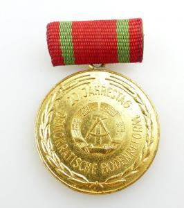 #e2581 Medaille 20. Jahrestag der Demokratischen Bodenreform DDR