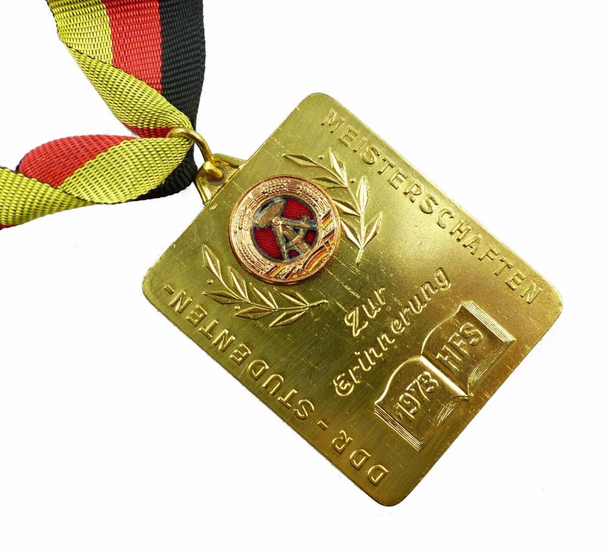 #e5946 Medaille DDR Studenten-Meisterschaften 1973 HFS Zur Erinnerung goldfarben