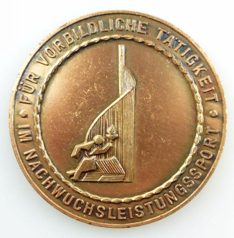 #e5939 DDR Medaille Rat des Bezirkes Halle Nachwuchsleistungssport