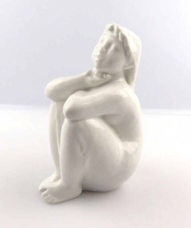 #e5110 Wallendorf Porzellan Figur Sitzendes Mädchen aus den 60er Jahren