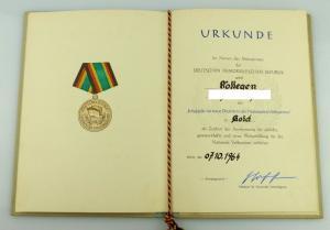Urkunde: Medaille für Treue Dienste in der NVA in Gold 1964 verliehen Orden2799