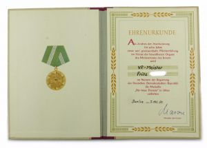 #e6934 DDR Frauen Urkunde Treue Dienste Medaille für 10 Jahre MdI Silber 1959
