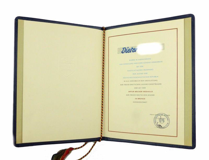#e6933 DDR Urkunde Artur-Becker-Medaille der FDJ in Bronze Eintragung Ehrenbuch