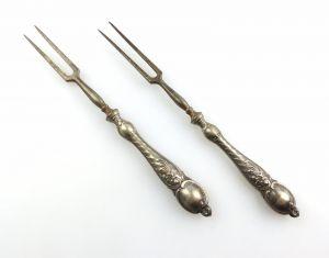#e5043 2 Gründerzeit Vorlegegabeln mit Griffen aus Silber