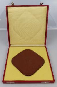 Große Meissen Medaille im Etui: UKW Fernsehturm der Deutschen Post Berlin, un037