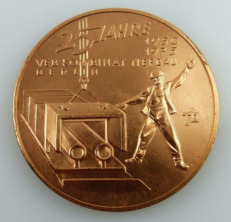 Medaille: 25 Jahre VEB Kombinat Tiefbau Berlin 1950-1975 bronzefarben, Orden2704