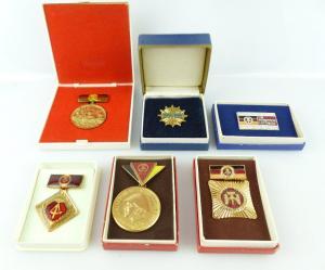 Konvolut 6 Abzeichen: DFD, 20 Jahre DDR, für patriotische Leistungen... e1663