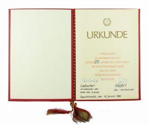#e6875 Urkunde 20 Jahre Tätigkeit im Staatsapparat der DDR Dippoldiswalde 1986