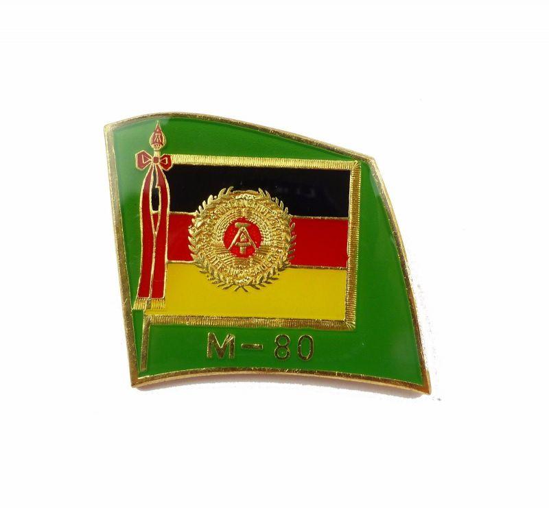 #e6839 Anstecknadel / Abzeichen für Manöverbeobachter M-80 DDR goldfarben