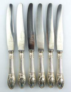#e5810 6 Gründerzeit Messer mit Griffen aus 800 (Ag) Silber mit Monogramm