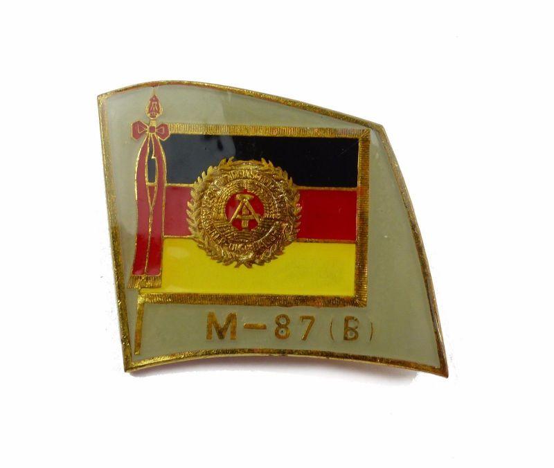 #e6838 Anstecknadel / Abzeichen für Manöverbeobachter M-87 (B) DDR goldfarben