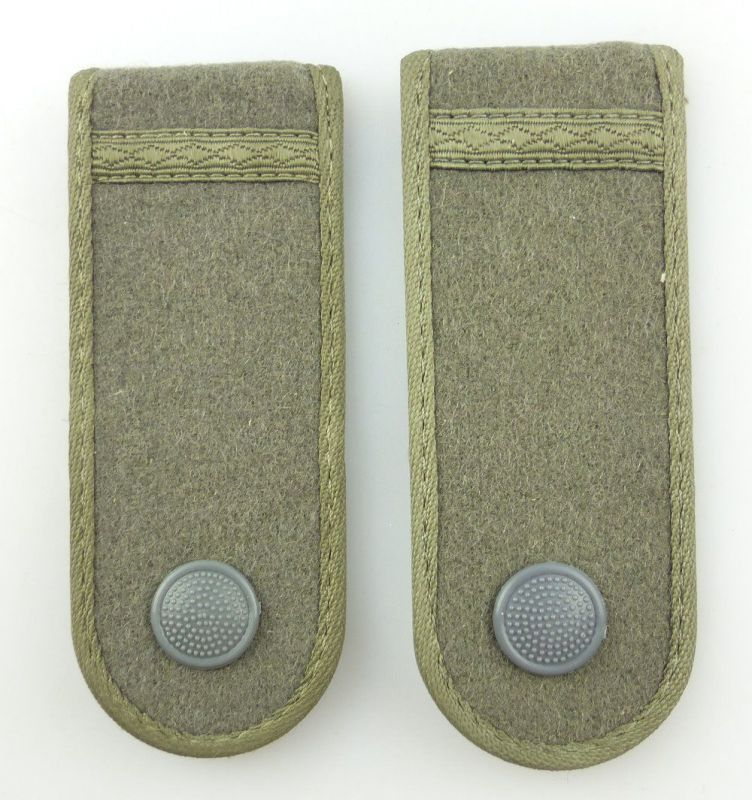 #e3531 1 Paar DDR NVA Schulterstücke Landstreitkräfte/ Felddienst Gefreiter