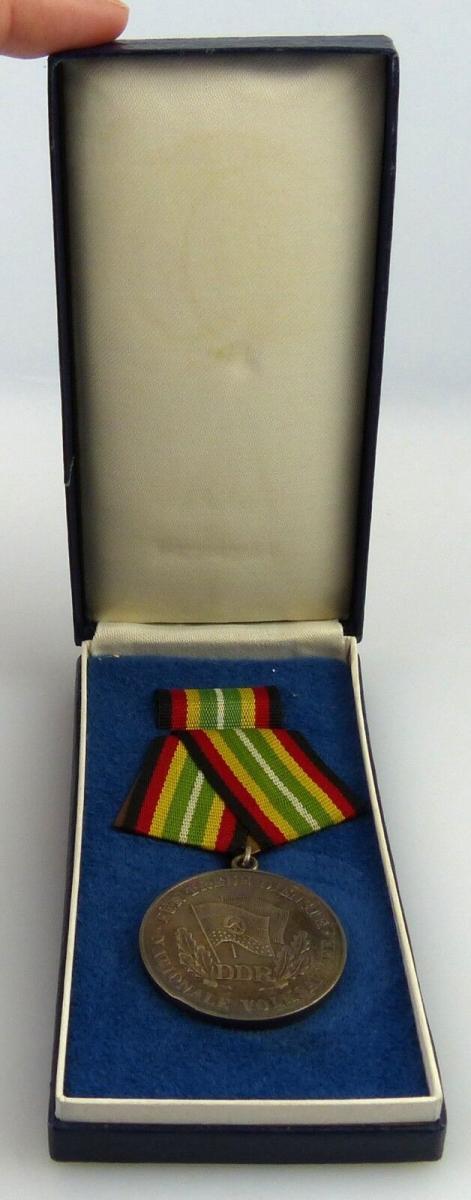 Medaille für treue Dienste in der NVA in 900 Silber, Punze 8 Nr. 150f, Orden2569