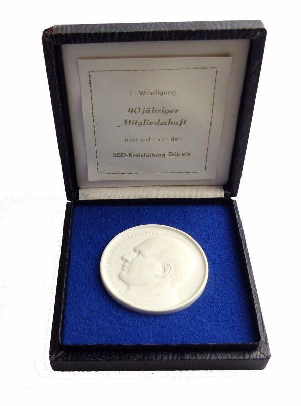 #e5350 Meissen Medaille weiß: Ernst Thälmann überreicht von der SED Kreisleitung
