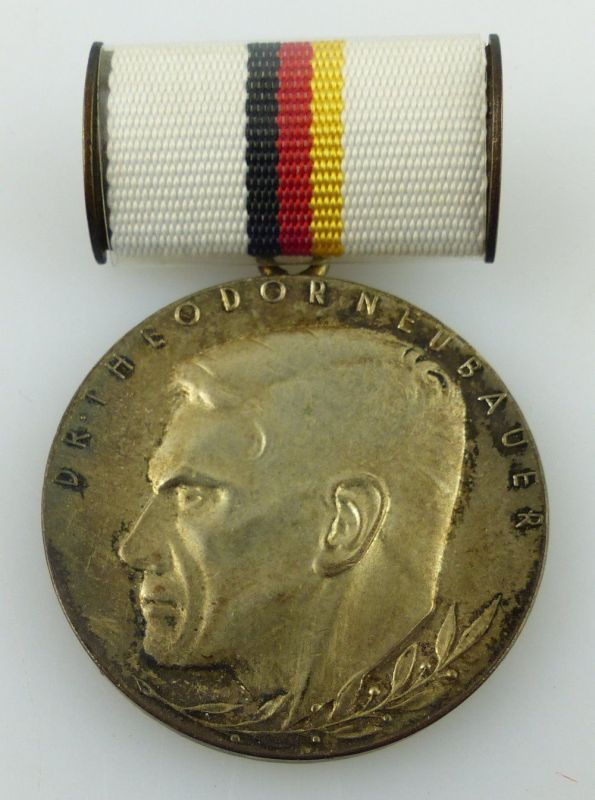Dr. Theodor Neubauer Medaille Silber Band I Nr. 177 b 1962-1970 verl., Orden3228