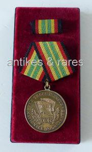 Medaille für treue Dienste in der NVA in Gold mit 900 Silberstempel (Orden759)