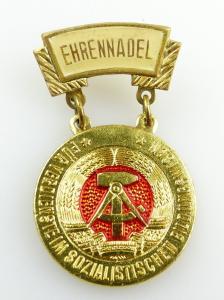 #e2749 DDR Ehrennadel für Verdienste im sozialistischen Bildungswesen Nr.778