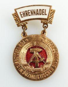 #e2748 DDR Ehrennadel für Verdienste im sozialistischen Bildungswesen ab 1973