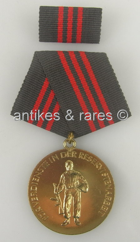 DDR Ehrenabzeichen Für Verdienste in der Reservistenarbeit in Gold