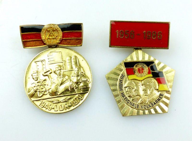 #e5757 2 DDR Abzeichen goldfarben Nationale Volksarme 1956-1986 & 1949-1979
