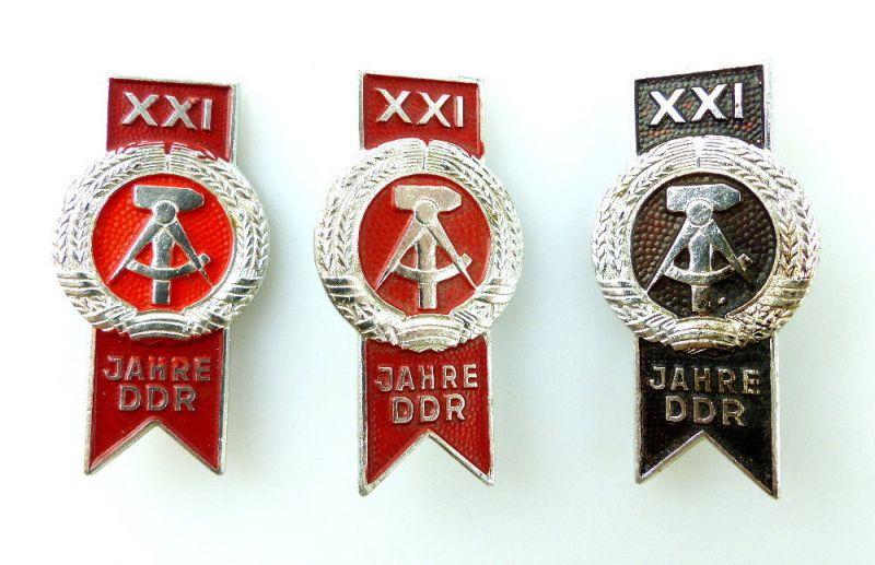 #e2376 3x Abzeichen 21 Jahre DDR in verschiedenen Varianten